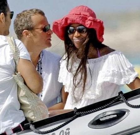 Российскик олигархи развлекаются со своими дамами на курортах